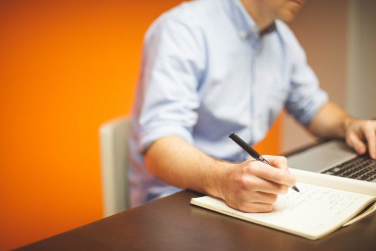 How to End a Cover Letter (According to 16 Managers and HR Professionals)