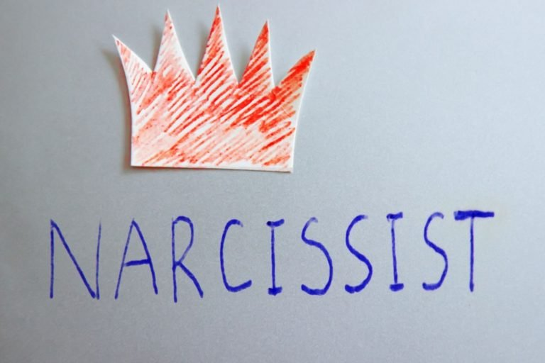 How to Live with a Narcissist, According to 9 Experts
