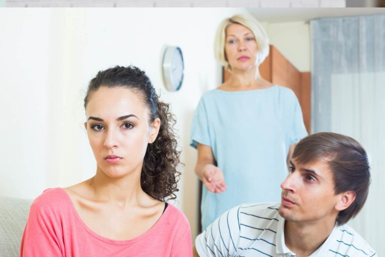 30+ Signs You Have a Toxic Mother-in-Law & How to Deal With Her
