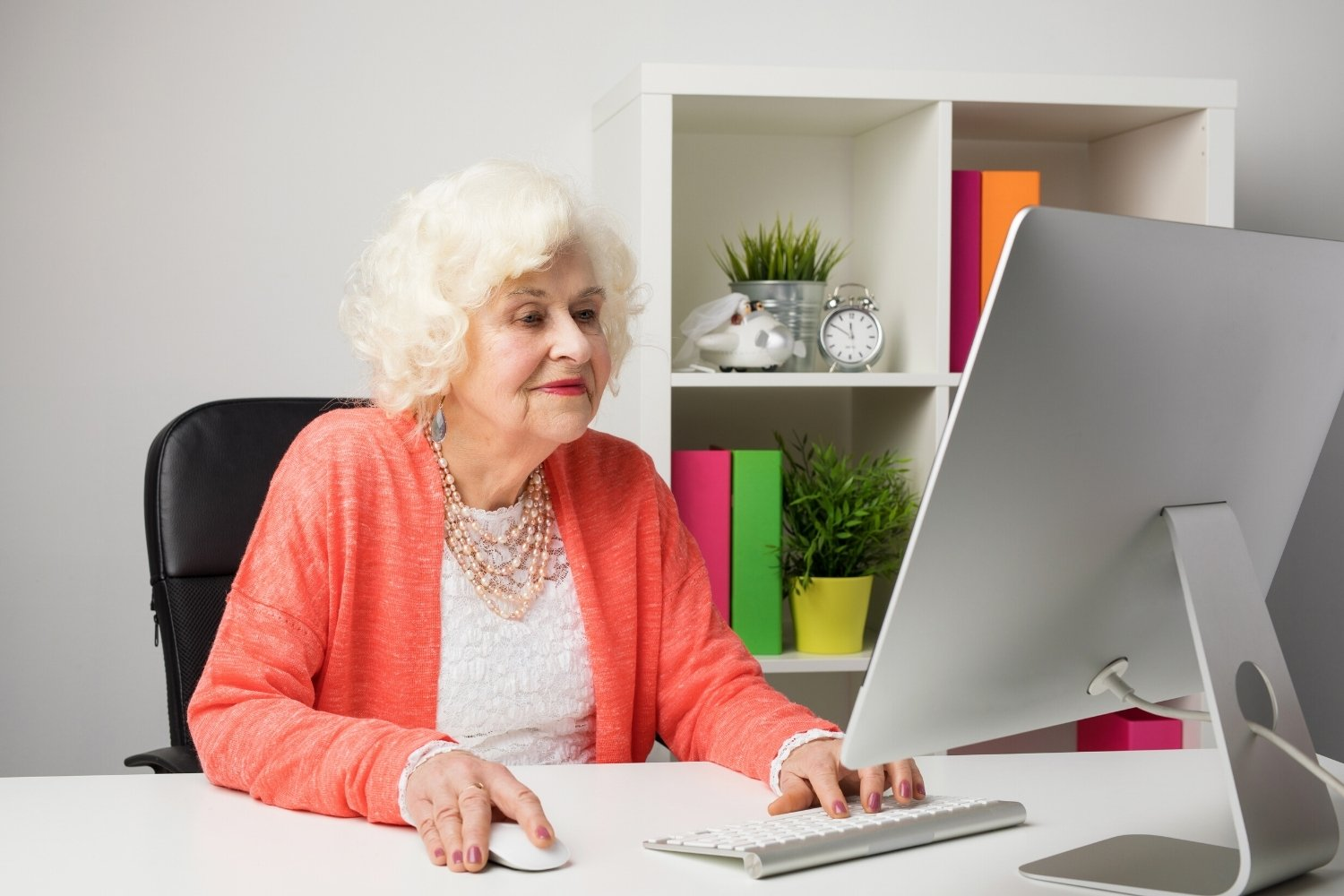 Common Mistakes Older Professionals Make When Applying for Remote Jobs