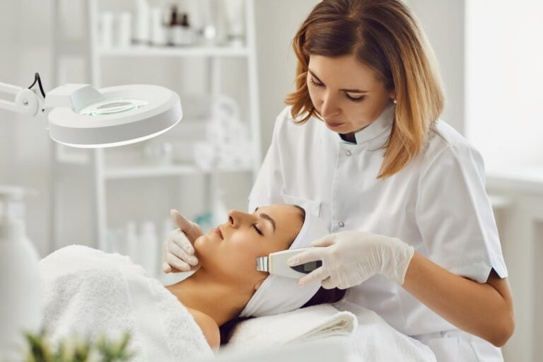 Dermatologist vs Esthetician - What Is the Difference?